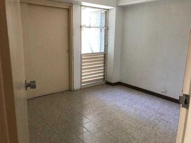 Apartamento Distrito Metropolitano>Caracas>El Cigarral - Venta:64.000 Precio Referencial - codigo: 21-12148