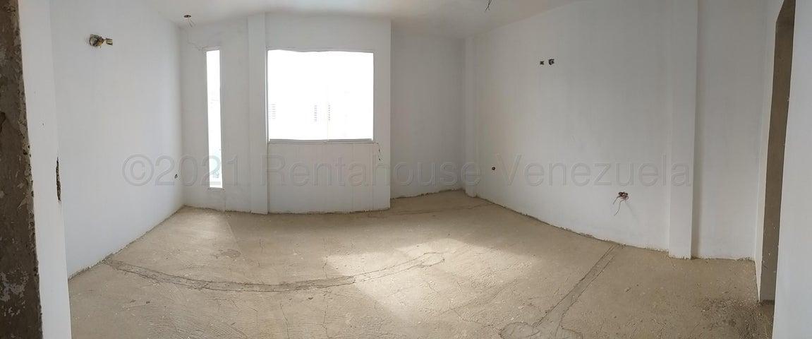 Townhouse Falcon>Coro>Sector La Floresta - Venta:30.000 Precio Referencial - codigo: 21-12163