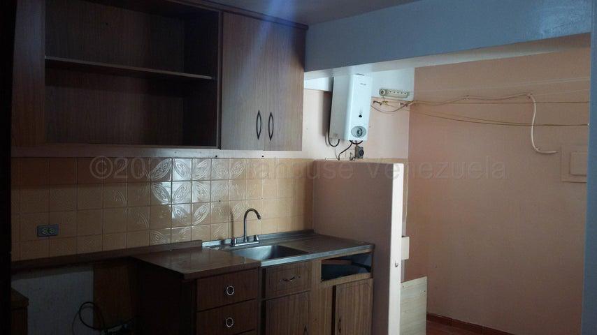 Apartamento Miranda>Municipio Los Salias>Las Salias - Venta:23.000 Precio Referencial - codigo: 21-12126