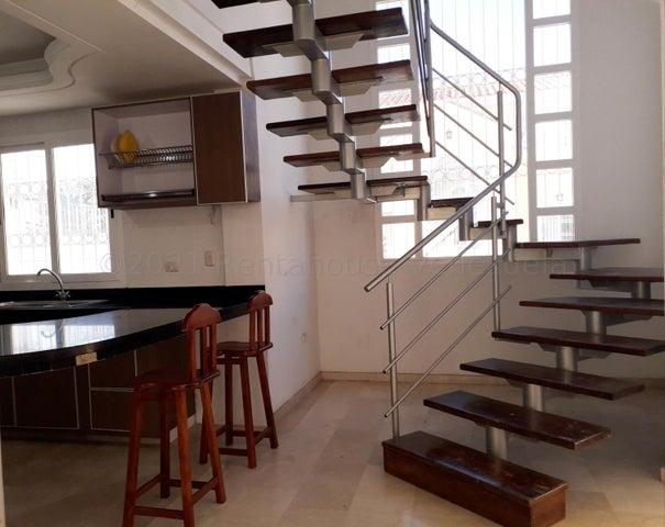 Casa Falcon>Coro>Centro - Venta:55.000 Precio Referencial - codigo: 21-12182