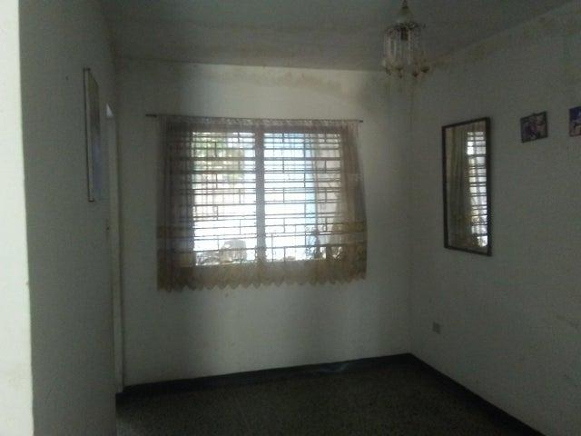Casa Zulia>Maracaibo>La Limpia - Venta:11.500 Precio Referencial - codigo: 21-12193