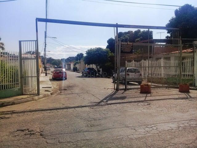 Casa Aragua>Maracay>La Esmeralda - Venta:4.000 Precio Referencial - codigo: 21-12200