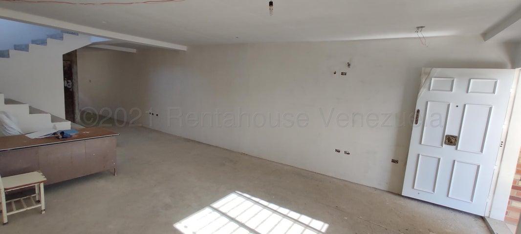 Townhouse Aragua>Maracay>Andres Bello - Venta:240.000 Precio Referencial - codigo: 21-12194
