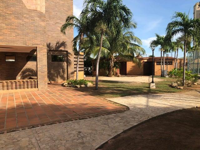 Apartamento Zulia>Ciudad Ojeda>Calle Piar - Alquiler:1.200 Precio Referencial - codigo: 21-12223