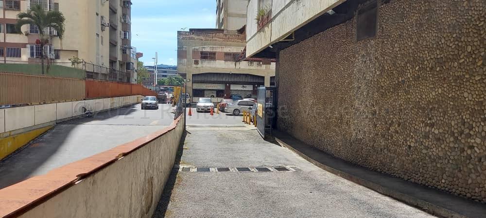 Local Comercial Distrito Metropolitano>Caracas>Los Cortijos de Lourdes - Alquiler:370 Precio Referencial - codigo: 21-12221