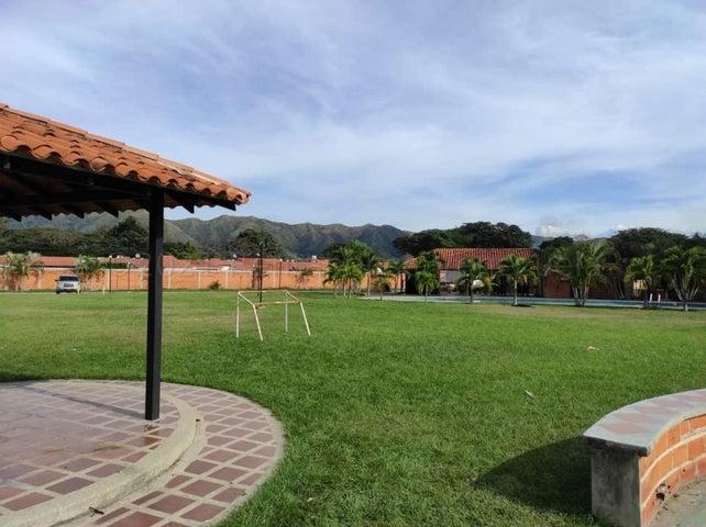 Casa Carabobo>Municipio San Diego>Valle de Oro - Venta:42.500 Precio Referencial - codigo: 21-12239