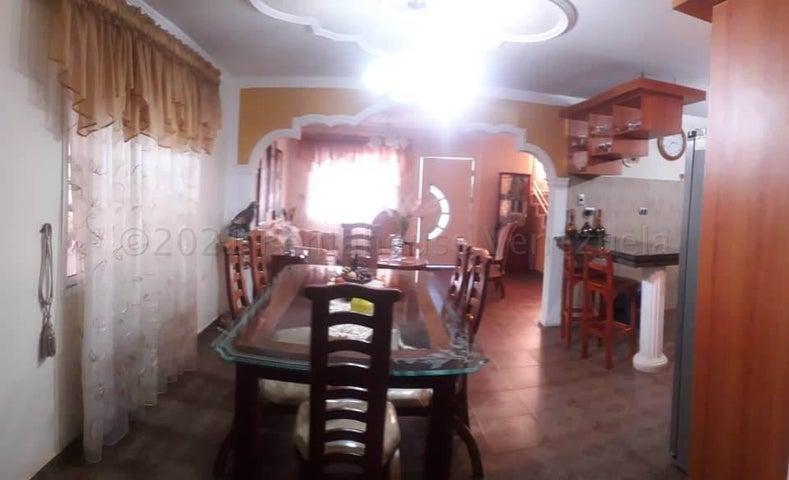 Casa Falcon>Coro>Centro - Venta:70.000 Precio Referencial - codigo: 21-12324