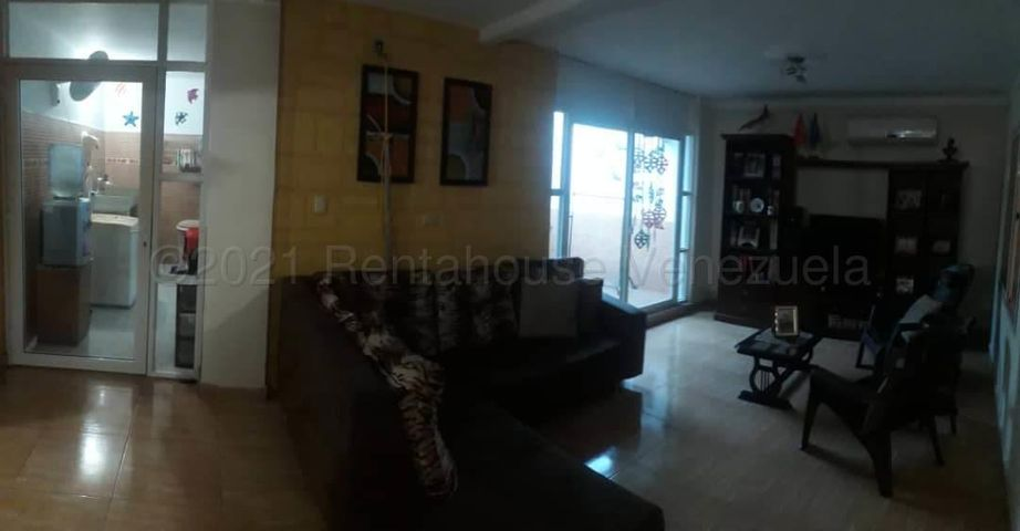 Casa Falcon>Coro>Centro - Venta:55.000 Precio Referencial - codigo: 21-12324