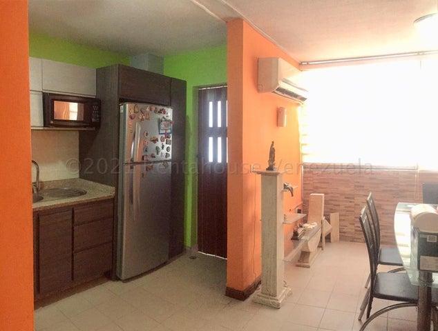 Apartamento Aragua>Maracay>Bosque Alto - Venta:25.500 Precio Referencial - codigo: 21-12333