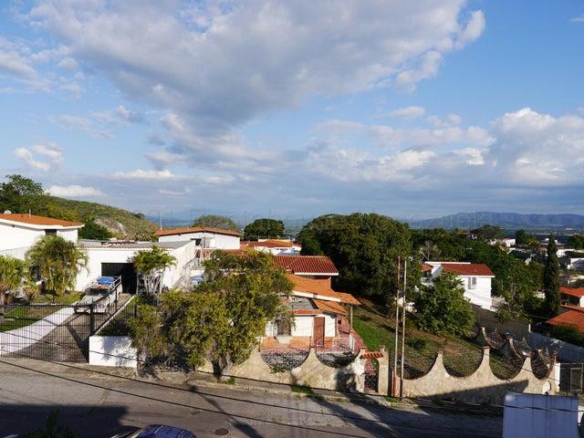 Casa Lara>Barquisimeto>Colinas De Santa Rosa - Venta:400.000 Precio Referencial - codigo: 21-12338