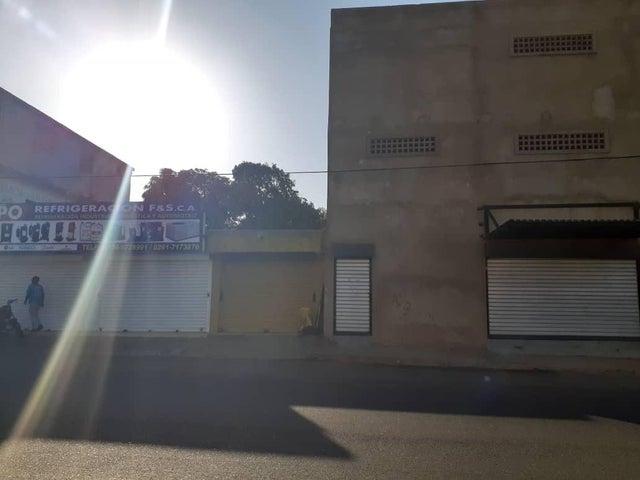 Local Comercial Zulia>Maracaibo>18 de Octubre - Venta:8.000 Precio Referencial - codigo: 21-12341