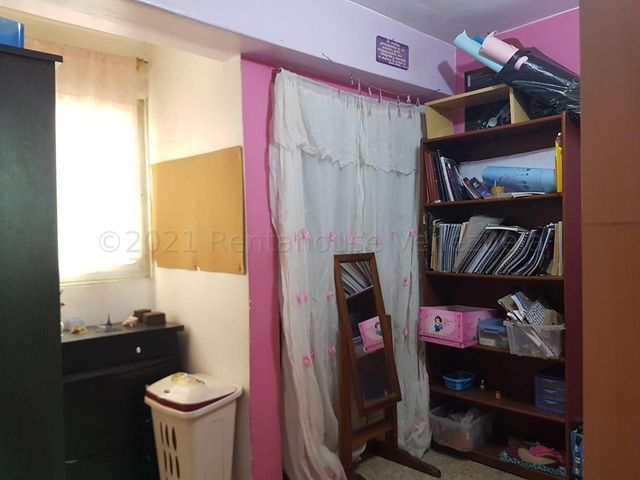 Apartamento Distrito Metropolitano>Caracas>Parroquia La Candelaria - Venta:35.000 Precio Referencial - codigo: 21-12410