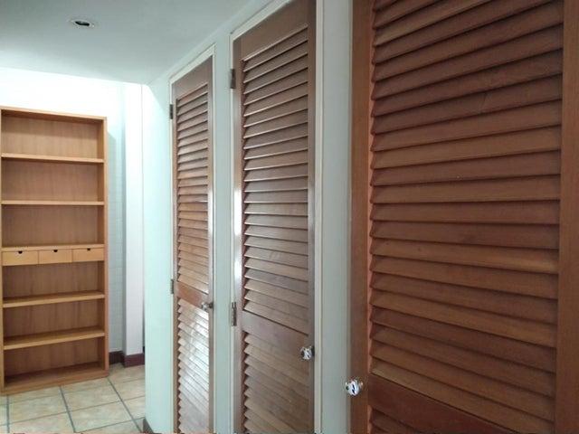 Apartamento Distrito Metropolitano>Caracas>La Tahona - Venta:78.000 Precio Referencial - codigo: 21-12521