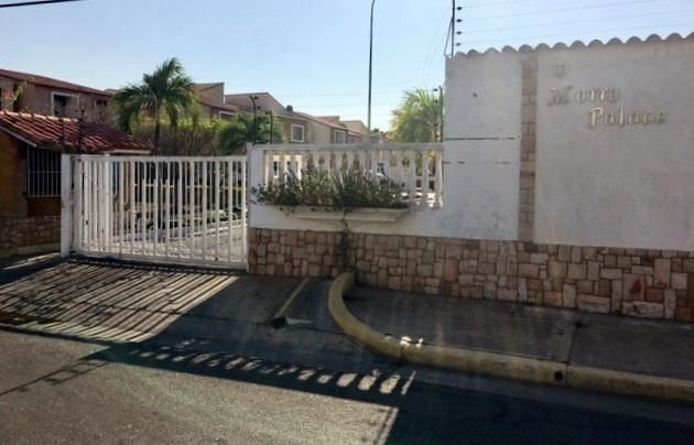 Casa Anzoategui>Lecheria>Av Bolivar - Venta:310.000 Precio Referencial - codigo: 21-12679