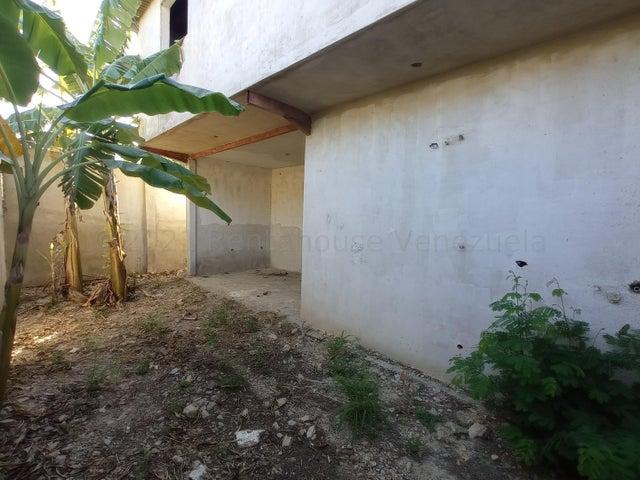 Townhouse Aragua>Turmero>Valle Fresco - Venta:16.900 Precio Referencial - codigo: 21-12861