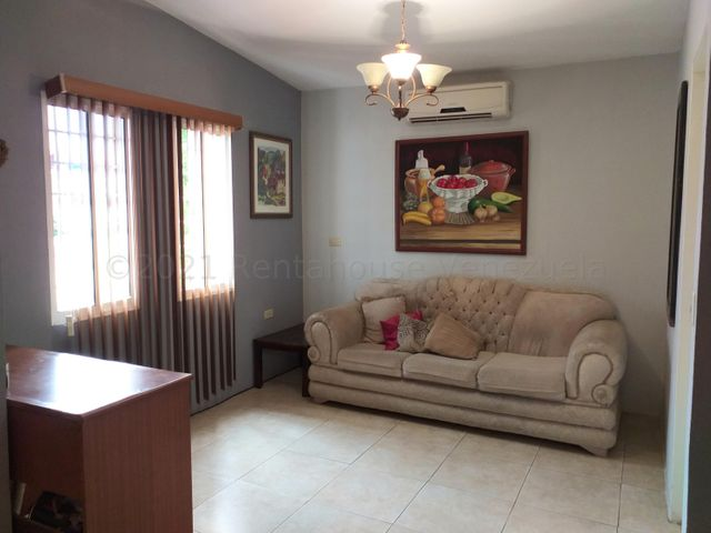 Casa Falcon>Coro>Centro - Venta:70.000 Precio Referencial - codigo: 21-12892