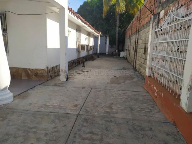 Casa Carabobo>Municipio Los Guayos>Las Aguitas - Venta:10.000 Precio Referencial - codigo: 21-13139