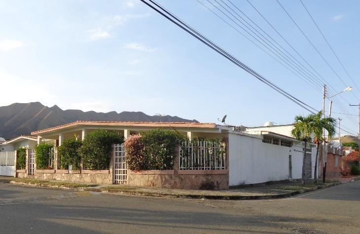 Casa Carabobo>Municipio San Diego>La Esmeralda - Venta:38.000 Precio Referencial - codigo: 21-13184
