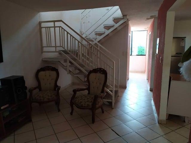 Apartamento Carabobo>Valencia>Los Caobos - Venta:12.900 Precio Referencial - codigo: 21-13214