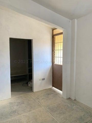 Casa Lara>Cabudare>Centro - Venta:17.500 Precio Referencial - codigo: 21-13226