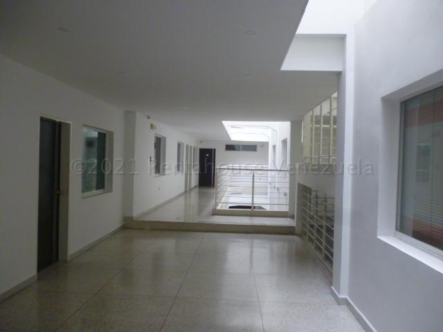 Oficina Lara>Barquisimeto>Centro - Alquiler:100 Precio Referencial - codigo: 21-13271