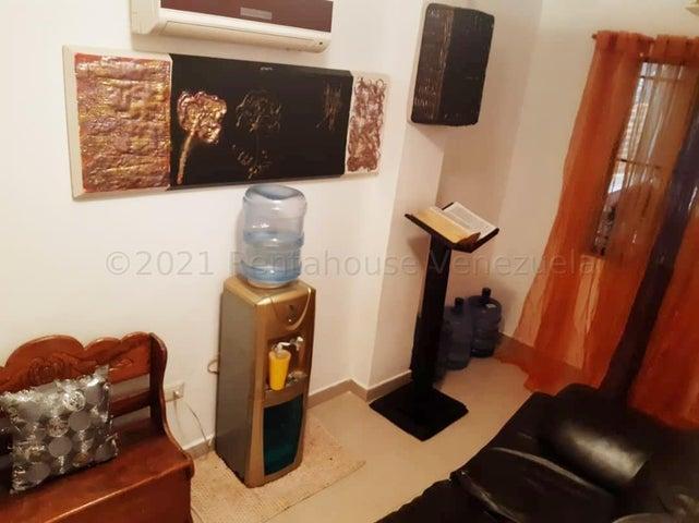 Townhouse Carabobo>Municipio San Diego>La Cumaca - Venta:48.000 Precio Referencial - codigo: 21-13432