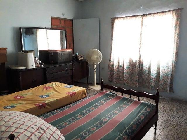 Casa Zulia>Cabimas>Carretera H - Venta:10.000 Precio Referencial - codigo: 21-13464