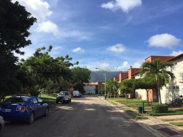 Townhouse Nueva Esparta>Margarita>El Valle - Venta:35.000 Precio Referencial - codigo: 21-13618