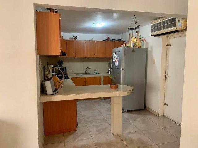 Townhouse Zulia>Ciudad Ojeda>Las Morochas - Venta:14.900 Precio Referencial - codigo: 21-13634