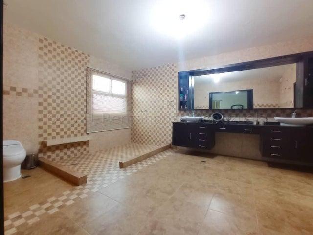 Townhouse Zulia>Maracaibo>El Pilar - Venta:159.000 Precio Referencial - codigo: 21-13830