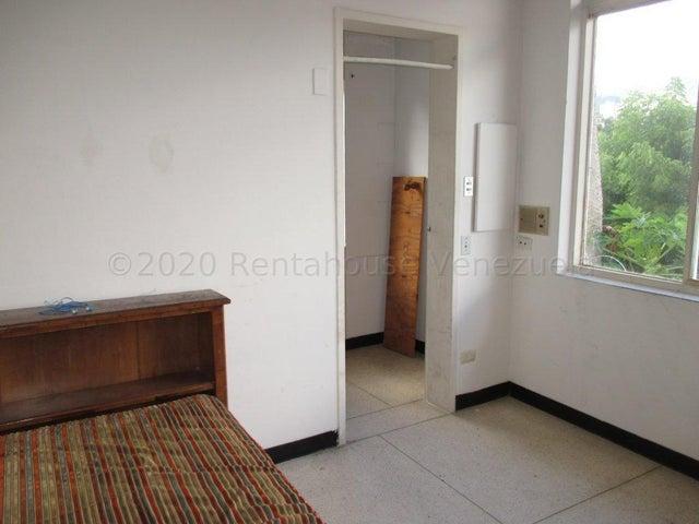 Casa Distrito Metropolitano>Caracas>Lomas del Club Hipico - Venta:160.000 Precio Referencial - codigo: 21-13908