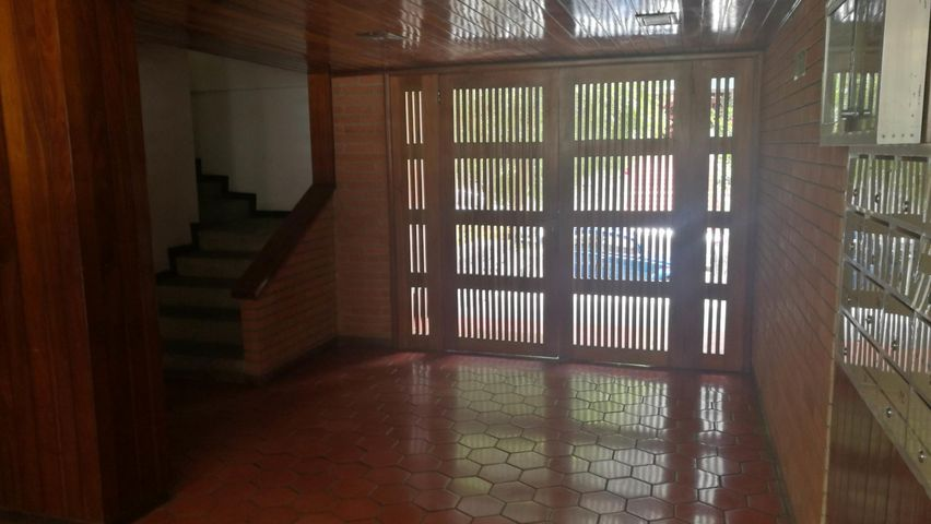 Apartamento Distrito Metropolitano>Caracas>Colinas de Bello Monte - Venta:55.000 Precio Referencial - codigo: 21-13935