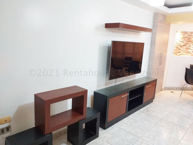 Apartamento Vargas>Catia La Mar>Playa Grande - Venta:55.000 Precio Referencial - codigo: 21-14685