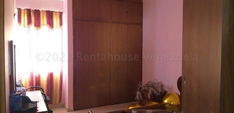 Townhouse Zulia>Cabimas>Las 40 - Venta:25.000 Precio Referencial - codigo: 21-14142