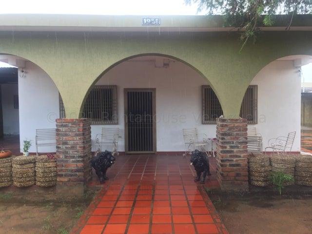 Casa Zulia>Municipio San Francisco>Sierra Maestra - Venta:45.000 Precio Referencial - codigo: 21-15366