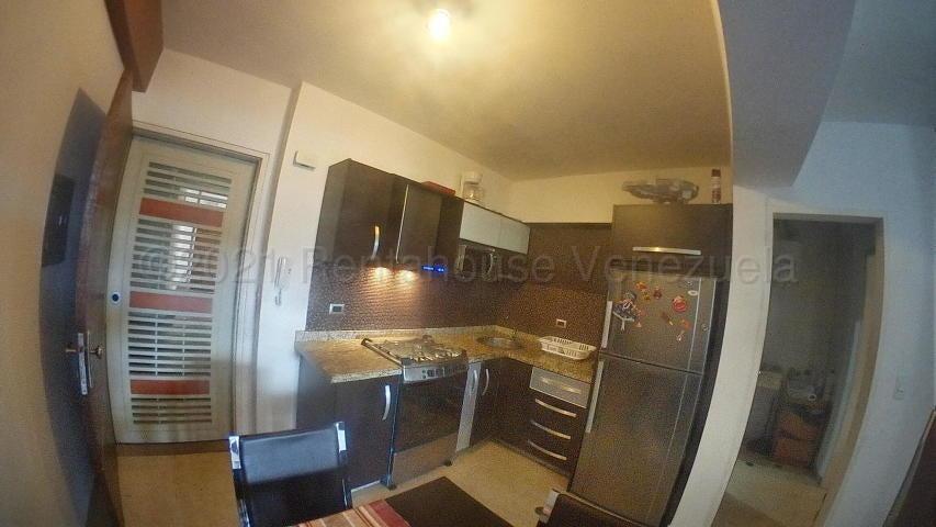 Apartamento Carabobo>Valencia>Las Chimeneas - Venta:27.500 Precio Referencial - codigo: 21-14635