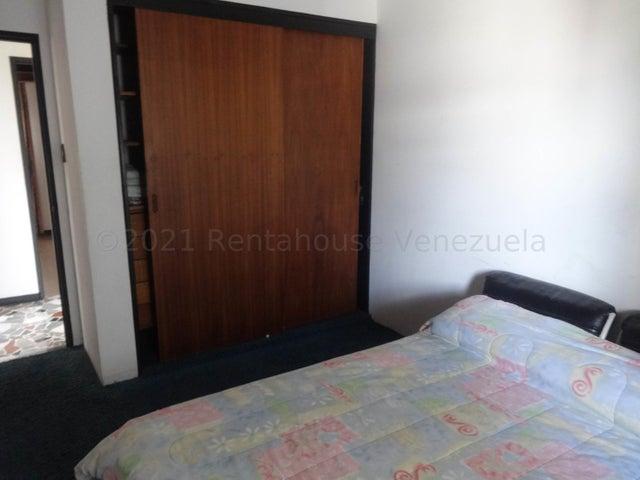 Casa Distrito Metropolitano>Caracas>El Cafetal - Venta:200.000 Precio Referencial - codigo: 21-14940