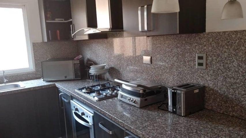 Townhouse Zulia>Maracaibo>Monte Claro - Venta:39.000 Precio Referencial - codigo: 21-14913
