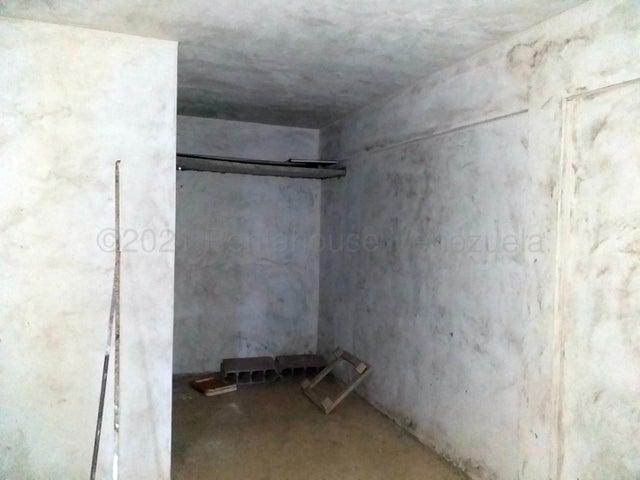 Casa Falcon>Coro>Sector Independencia - Venta:28.000 Precio Referencial - codigo: 21-15076