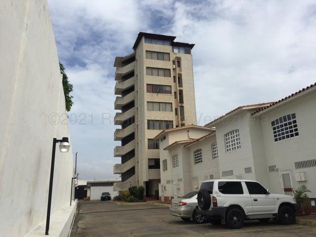 Townhouse Nueva Esparta>Margarita>Porlamar - Venta:22.000 Precio Referencial - codigo: 21-16174