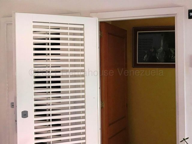 Apartamento Distrito Metropolitano>Caracas>Colinas de La Tahona - Venta:68.000 Precio Referencial - codigo: 21-15389