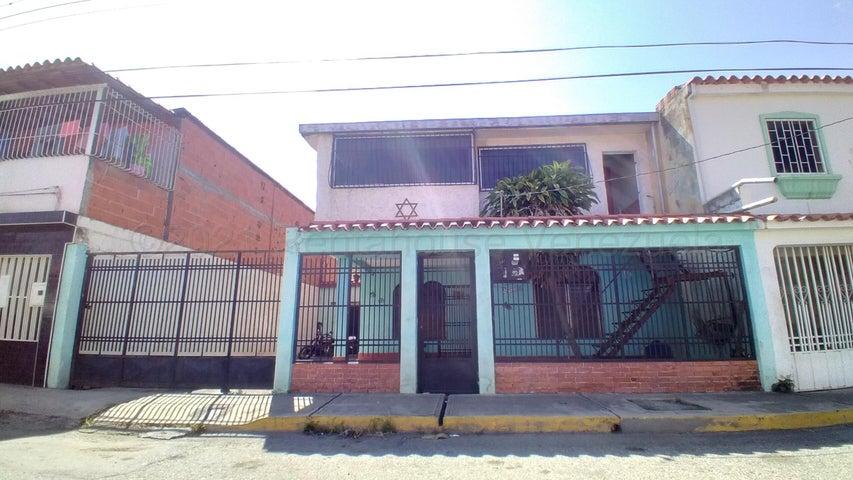 Casa Lara>Barquisimeto>Parroquia Juan de Villegas - Venta:18.000 Precio Referencial - codigo: 21-15643