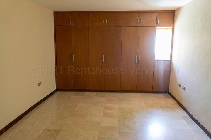 Townhouse Zulia>Maracaibo>Avenida Milagro Norte - Venta:42.000 Precio Referencial - codigo: 21-14804