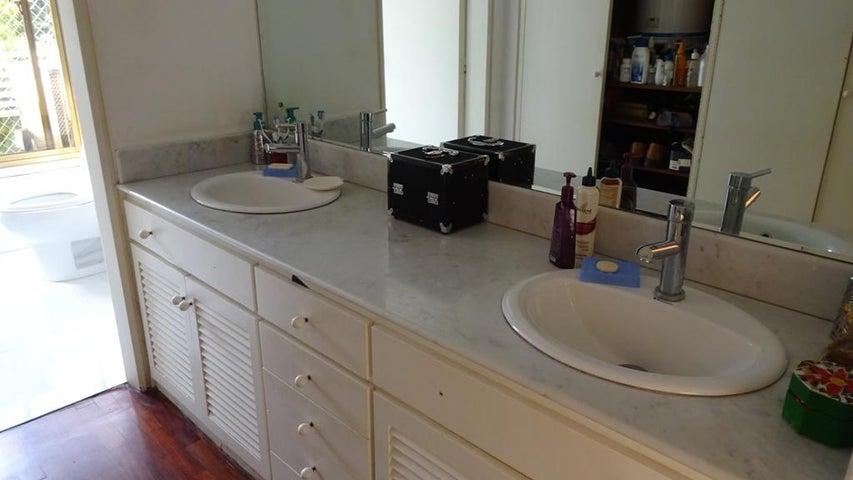 Apartamento Distrito Metropolitano>Caracas>La Florida - Venta:150.000 Precio Referencial - codigo: 21-15743