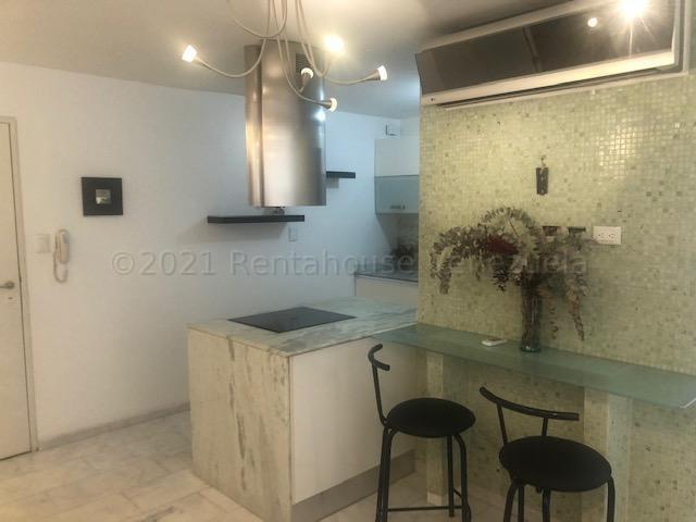 Apartamento Distrito Metropolitano>Caracas>Los Palos Grandes - Alquiler:600 Precio Referencial - codigo: 21-15764
