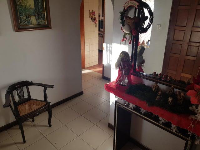 Casa Distrito Metropolitano>Caracas>La Tahona - Venta:250.000 Precio Referencial - codigo: 21-17686