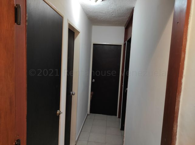 Apartamento Carabobo>Valencia>Las Chimeneas - Venta:23.000 Precio Referencial - codigo: 21-15947