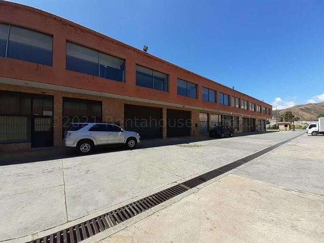 Galpon - Deposito Carabobo>Municipio Los Guayos>Los Guayos - Venta:180.000 Precio Referencial - codigo: 21-16031