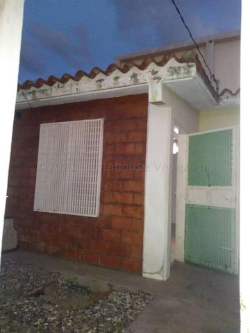 Casa Lara>Barquisimeto>Parroquia Tamaca - Venta:16.000 Precio Referencial - codigo: 21-16410
