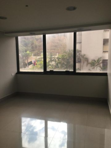 Oficina Distrito Metropolitano>Caracas>Chuao - Alquiler:10.000 Precio Referencial - codigo: 21-16195